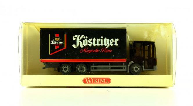 Wiking 5610439 (1:87) – MB Econic Festkoffer Sattelzug Köstritzer Biere