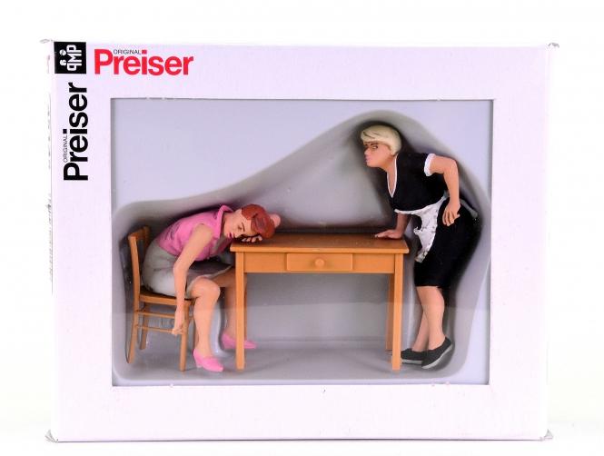 Preiser 45145 (Spur II/1:22,5) – Schlafender Gast mit Kellnerin