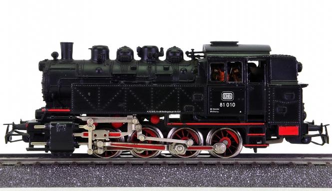 Märklin 3032 – Güterzug-Tenderdampflok BR 81 der DB