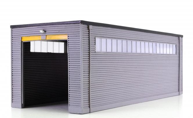 Bachmann / Scenecraft (H0) – Fertigmodell moderne Intstandsetzungshalle