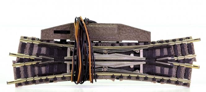 Fleischmann 9166 (N) – Elektrische Doppelkreuzungsweiche, links kreuzend, 15°