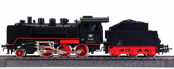 Märklin 3003 – Schlepptender-Dampflok BR 24 'Steppenpferd' der DB