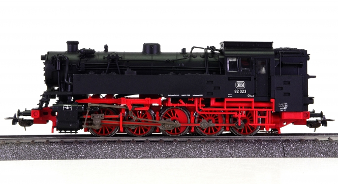 Piko 50240 (AC) – Tender-Dampflok BR 82 der DB