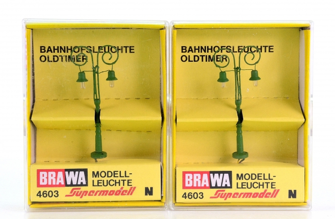 Brawa 4603 (N) – 2 Oldtimer-Bahnhofsleuchten 2-fach