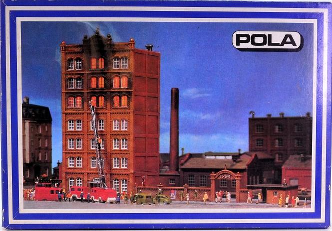 Pola 263 (N) – Bausatz Brennendes Fabrikgebäude, inkl. Feuerscheinlampen