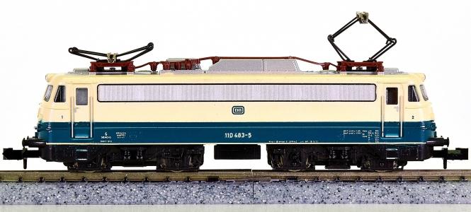 Minitrix 12063 – Schnellzug-Elektrolok BR 110 der DB