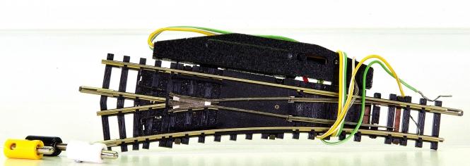 Minitrix 14938/14934 – elektr. Weiche 15° links, mit polarisiertem Herzstück