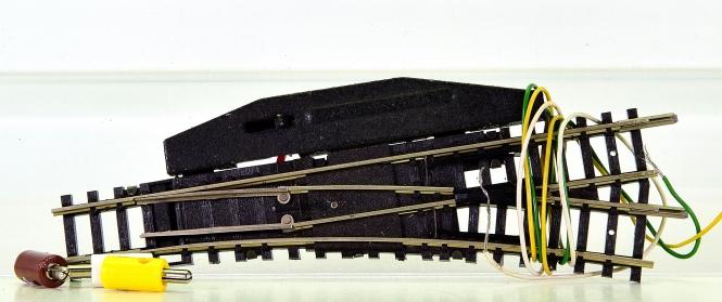 Minitrix 14955/14932 - elektr. Weiche 15° rechts