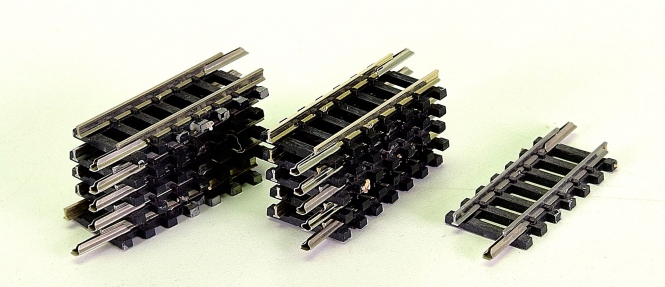 Minitrix 14909 – 11 gerade Gleise, Länge je Gleis 33,6 mm