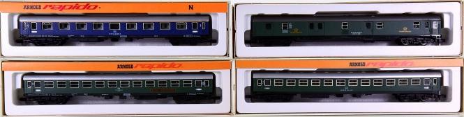 Arnold 0328,0321,3221,3222 – 4 teiliges Schnellzug-Wagen-Set der DB