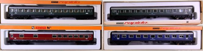 Arnold 0321,0322,0323,3775 – 4 teiliges Schnellzug-Wagen-Set der DB
