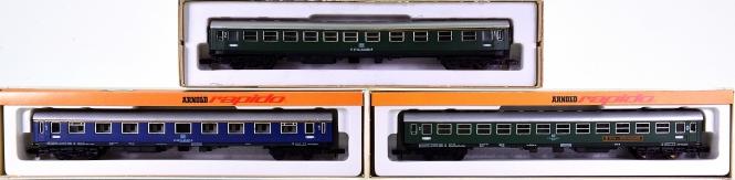 Arnold 0323,0321,3221 – 3 teiliges Schnellzug-Wagen-Set der DB