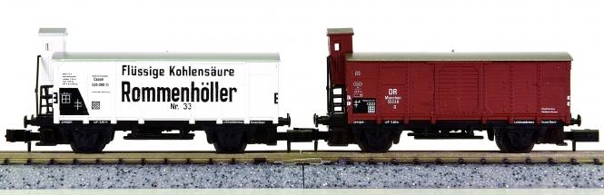 Arnold 4265,4275 – 2 ged. Güterwagen/Kühlwagen mit Bremserhaus der DR