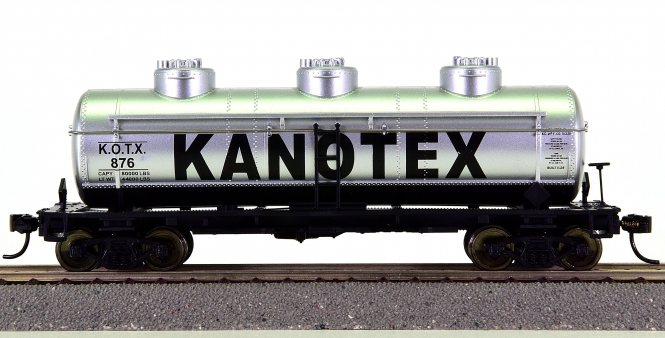Walthers 910-1102 – 36' 3-Dome Tank Car der Kanotex (KOTX)