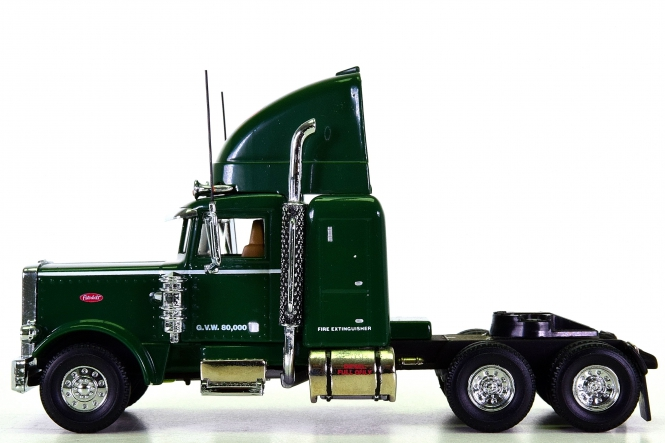 Matchbox KS193/A-M 1:58 - PeterBilt cab, with box & certificate
