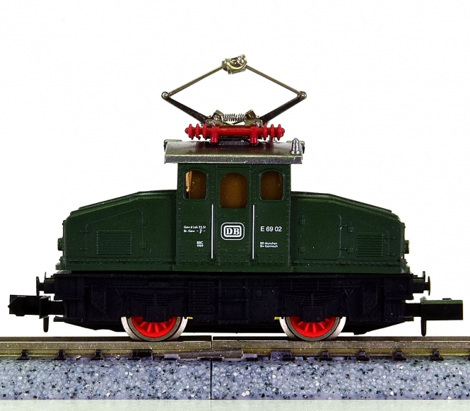 Arnold 71041 – Elektro-Lokomotive BR E69 der DB