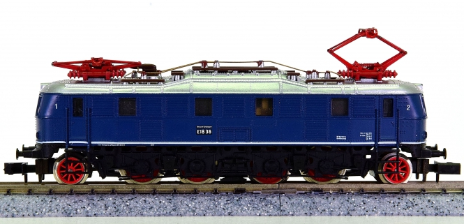 Arnold 2447 – Schnellzug-Elektrolok BR E18 der DB