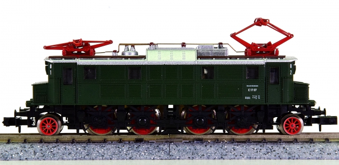 Arnold 2472 – Schnellzug-Elektrolok BR E17 der DB