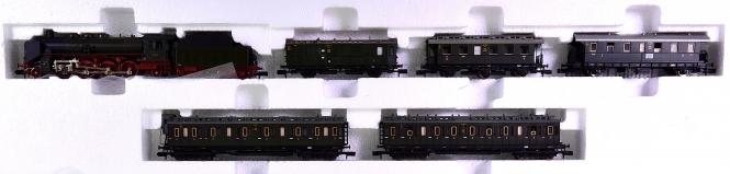Fleischmann 7897 (N) – 6-tlg. Personenzug-Zugset der DRG, mit BR 39