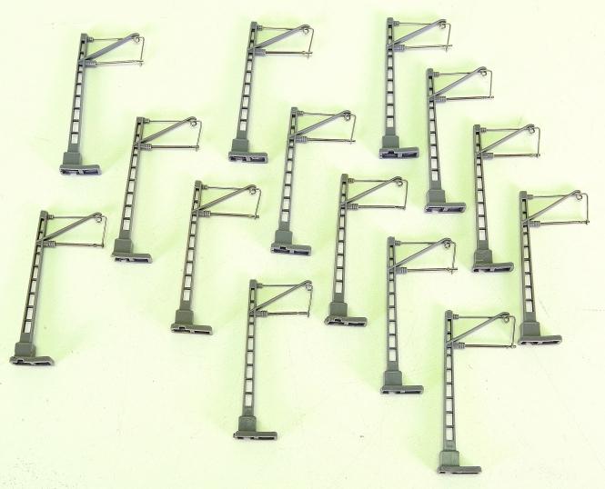 Vollmer 8001 (N) – 12 Oberleitungsmasten mit langem Ausleger