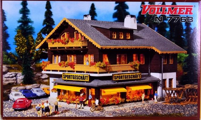 Vollmer 47763 (N) – Bausatz Sportgeschäft