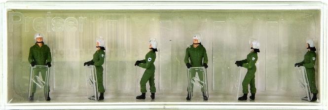 Preiser 10395 – 6x Bereitschaftspolizei im Einsatzanzug mit Schutzhelm u. Schild