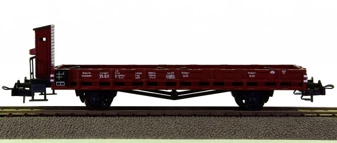 Trix - Niederbordwagen der DR, mit zwei MB Silberpfeilen beladen