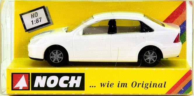 Noch 18142 (H0) - Ford Focus Stufenheck, weiß