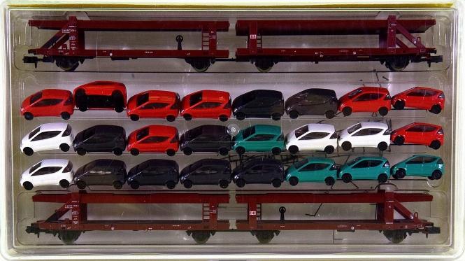 Minitrix 15207 – 2 Autotransporteinheiten, mit 24 MB A-Klasse-Modellen