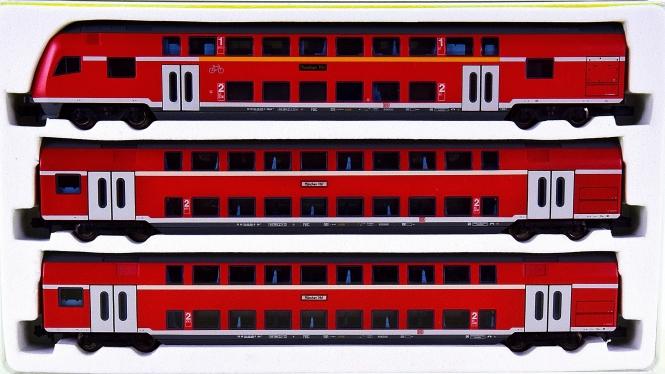 Minitrix 15824 – 3-tlg. Doppelstock-Personenwagen-Set der DB AG, mit Innenbel.