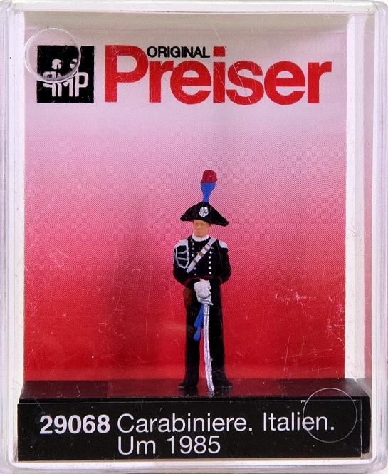 Preiser 29068 (H0) - Carabiniere, Italien um 1985 / Carabiniere, Italy, 1985