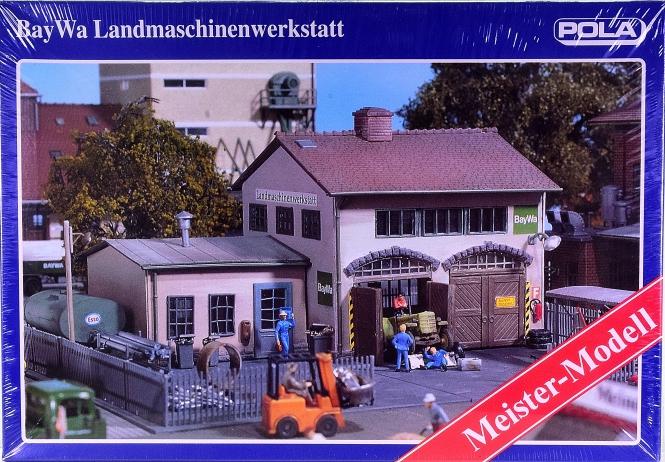 Pola 846 (H0) – Bausatz BayWa Landmaschinenwerkstatt, Meister-Modell