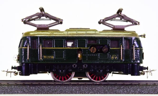 Märklin RS 800 – Elektrolok BR E 18 der DRG, dunkelgrün mit goldener Aufschrift